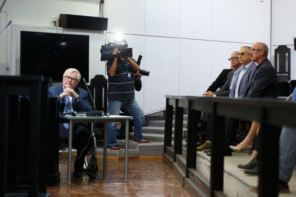 62647309bf8 Kui Keskerakonna endine juht Edgar Savisaar (vasakul) pääses  kriminaalmenetlusest, siis talle altkäemaksu andmises süüdistatavad  ärimehed Vello Kunman ...