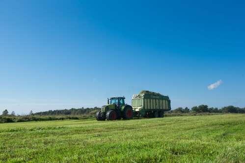 Võõrtööjõu vajalikkusest kõrvuni lägase traktoristi näitel