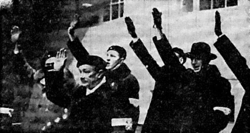 Участники Движения за свободу не стеснялись вздымать руки в фашистском приветствии